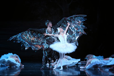 "Louisville Ballet Opens With Elegant ""Swan Lake"""