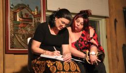 Haydee Canovas & Meybol Rodriguez Fernandez in Rosas de dos Aromas. Photo-Teatro Tercera Llamada.